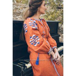 Вишита красива лляна сукня