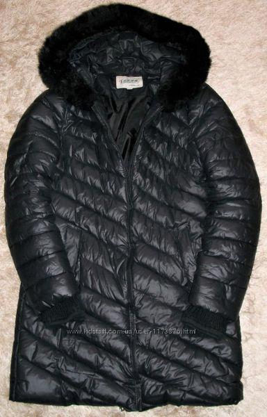Черное симпатичное пальто с искусственным мехом