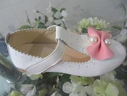 Красивые нарядные туфельки с жемчугом