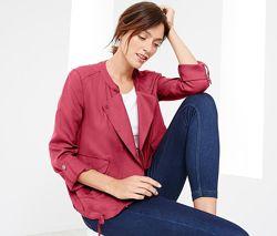 Куртка-ветровка ягодного цвета в стиле casual, TchiboГермания,