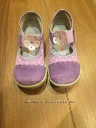 Продам туфли для девочки размер 24
