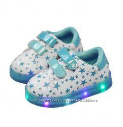 Светящиеся кроссовки Кросівки що світяться