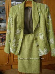 Теплый практичный с нарядным пиджаком женский костюм шерсть