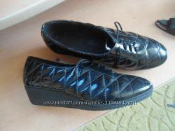 ботинки деми 39 розмер 25 см стелька качеств лак