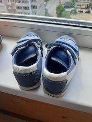 Продам ортопедические кроссовки для мальчика р.26