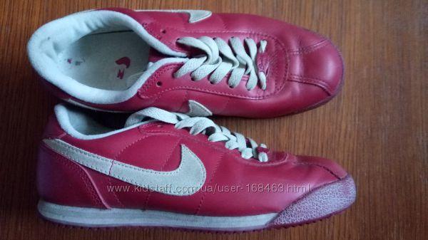 красные кожаные кроссовки Nike, р. 37