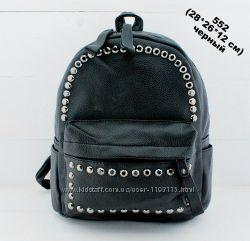 Мега стильный черный городской женский рюкзак украшен фурнитурой