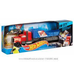 Hot Wheels Tрейлер с машинкой Безумное столкновение