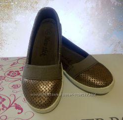 Модные слипоны бронзового цвета темное золото