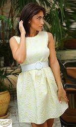 Желтое платье с ромашками без рукавов пышное ромашки