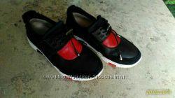 Удобные кожаные кроссовки в отличном состоянии