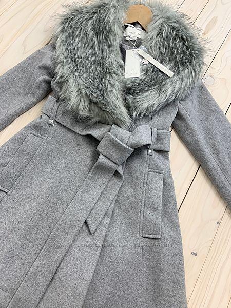 Серое красивое, элегантное, теплое двубортное пальто с отстегивающимся мехо
