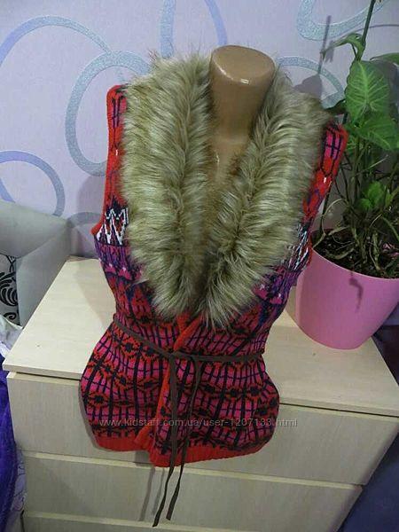 Теплая вязанная жилетка с меховым воротником H&M