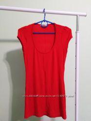 красная футболка-туника