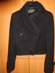 Укороченое пальто с асиметричным воротником