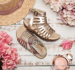 Нарядные кожаные золотые сандалии босоножки на девочку для лета stride rite