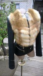Очень красивая куртка из натуральной кожи и натуральным мехом лисы