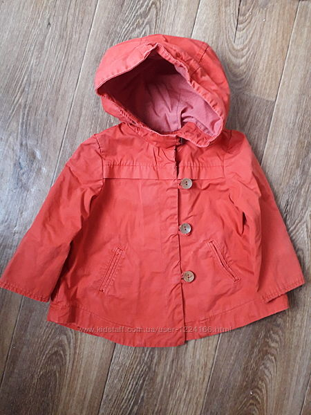 Плащик , курточка червона фірми Zara Baby Girl . Ромір 12-18 m. Гарний стан.