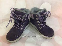 Очень красивые зимние ботинки Timberland р. 25