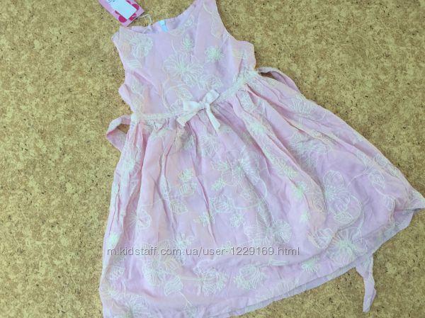 Нарядное платье с вышитыми цветами