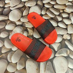 Яркие шлепанцы для детей Calypso Два цвета Размеры 28-34