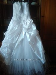 Свадебное платье продам размер 42-46