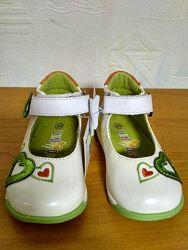 Красивые туфли для девочек с 20 по 24 размер- в наличии