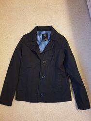Продам стильный пиджак-ветровку.