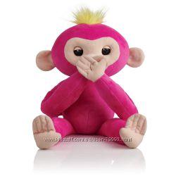 Интерактивная обезьянка-обнимашка Fingerlings HUGS Bella Белла.