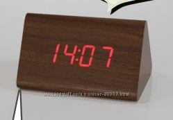 Часы настольные под дерево электронные с датчиком звука