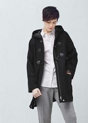Шерстяное пальто с капюшоном Mango.