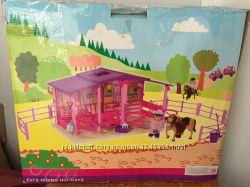 Конюшня с куколкой и лошадкой