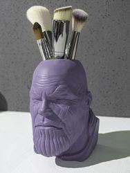 Скульптура органайзер, в виде головы Таноса, с отверстием.