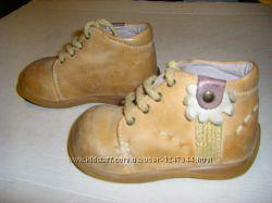 Кожаная фирменная обувь для малюсеньких ножек