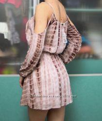 Платье Forever 21 с открытыми плечами, новое