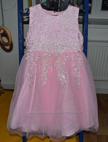 Нарядное платье для девочки 5-7 лет.