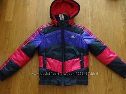 Продам демисезонную курточку Adidas на девочку