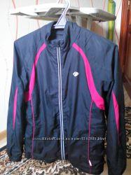 Курточка спортивна
