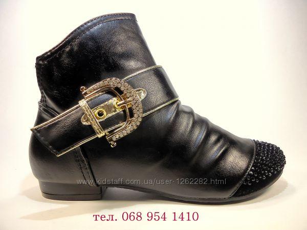 Ботинки-полусапожки демисезонные с вставкой из замши на удобном каблуке.