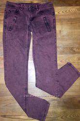 Яркие джинсы марки edc