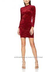 Очень красивое сияющее бархатное платье с красивой спинкой