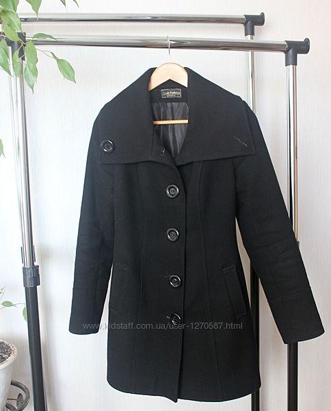 Утепленное черное классическое пальто демисезон, зимнее на подкладе, синтеп