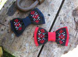 Галстук-бабочка детский с ручной вышивкой на черном
