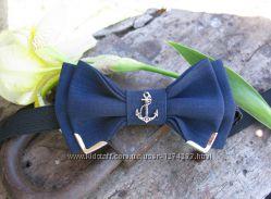 Синий галстук-бабочка с якорем и металл. уголками детский