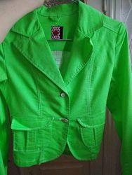 новый, яркий кислотный джинсовый пиджак, курточка
