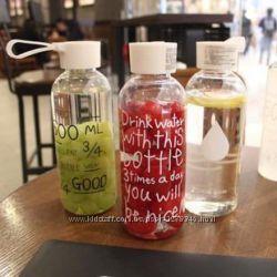 Бутылочка для напитков New Bottle с разными надписями и шнурочком держател