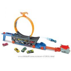 Автовоз-пускатель с петлей Hot wheels stunt & go hauler track set