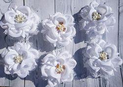 Белые банты снежинки
