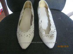 туфли белые р. 38-38, 5 по стельке 25 см