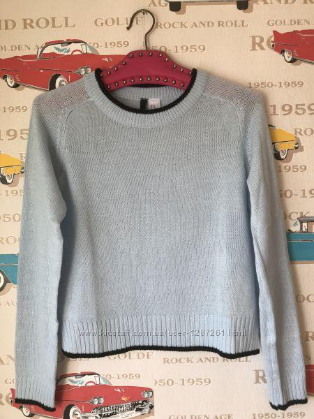 нежно голубой свитер фирмы H&m